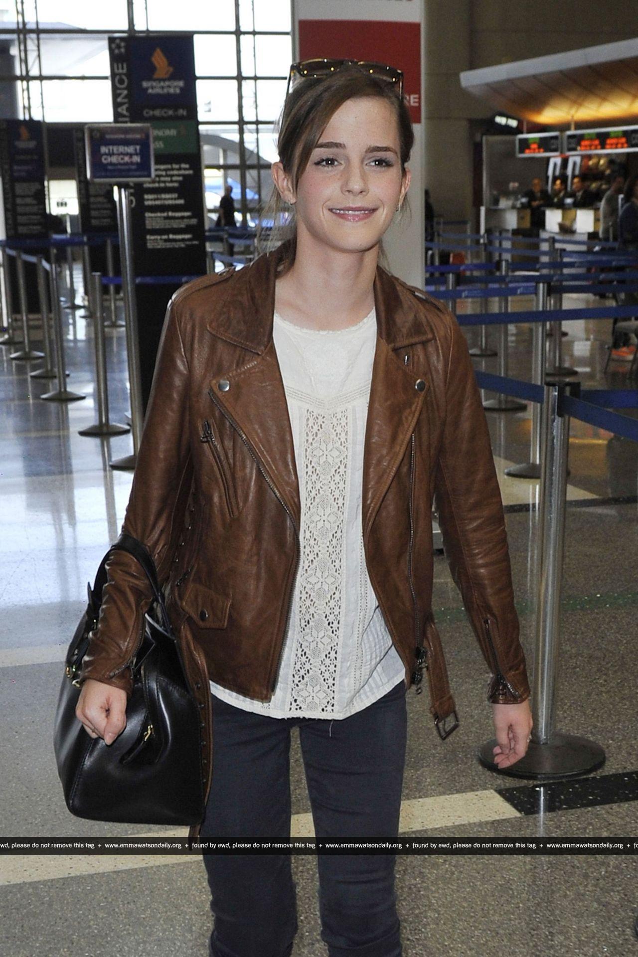 Kim Kardashian Hd Wallpaper Emma Watson Street Style At Lax Airport October 2013