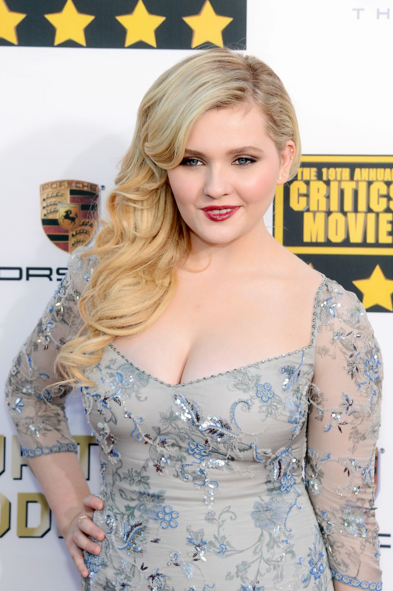 Cigarette Wallpaper Hd Abigail Breslin 2014 Critics Choice Movie Awards In