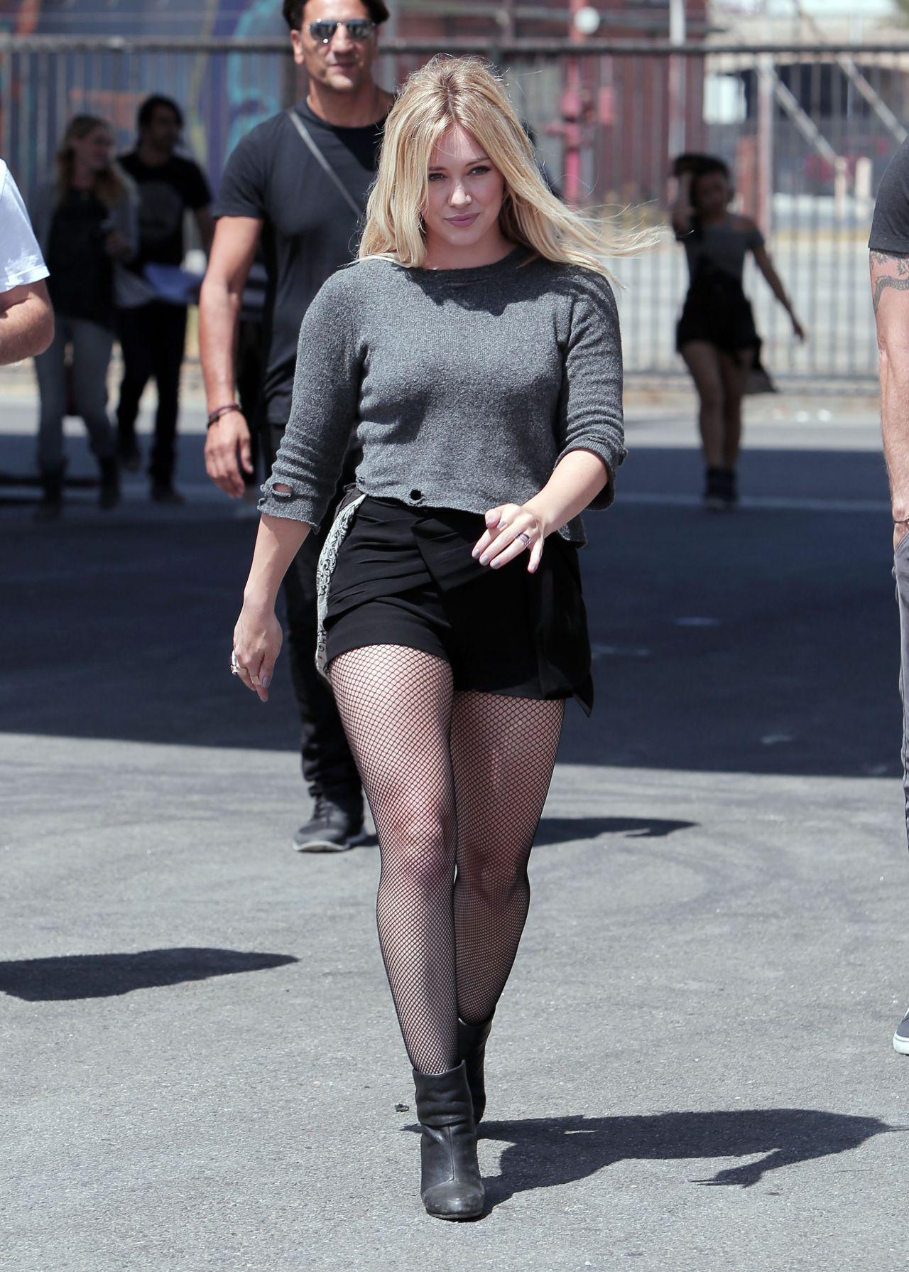 Fullsize Of Hilary Duff Legs