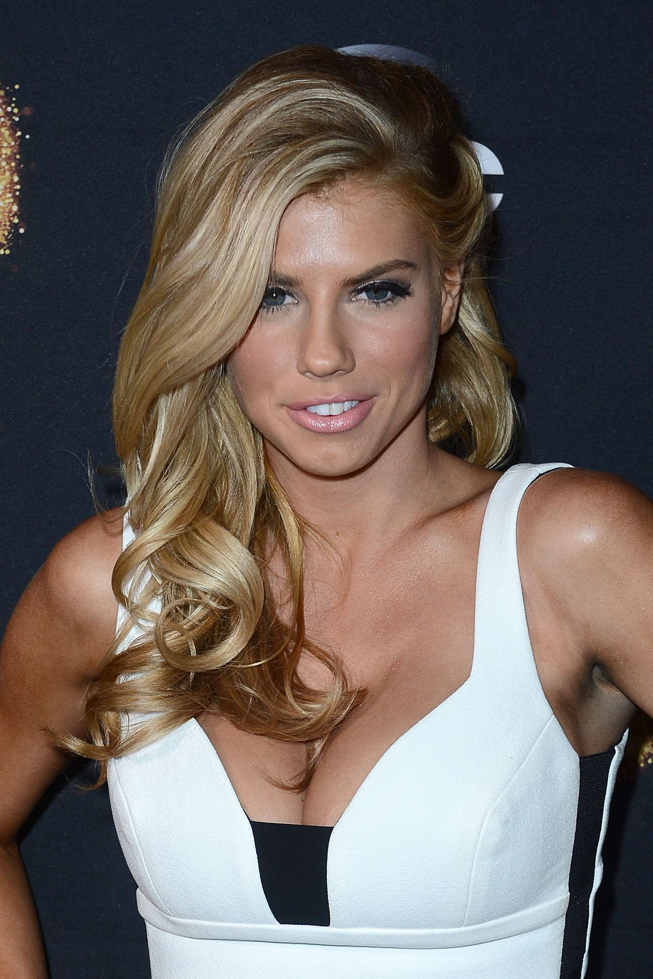Red Dress Girl Wallpaper Charlotte Mckinney Dancing With The Stars Cast Party At