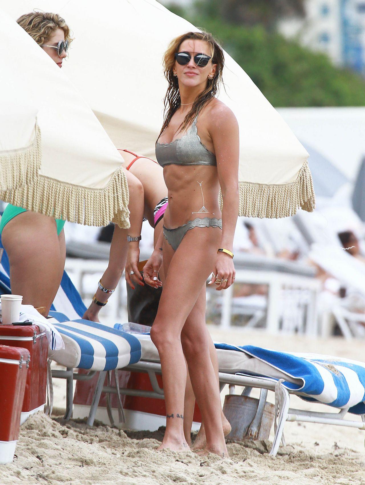 Cute Ashanti Wallpaper Katie Cassidy Amp Emily Bett Rickards Bikini Candids At A