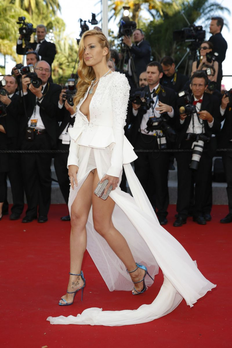 Vanity Tapijt Petra Nemcova - Youth Premiere At 2015 Cannes Film Festival