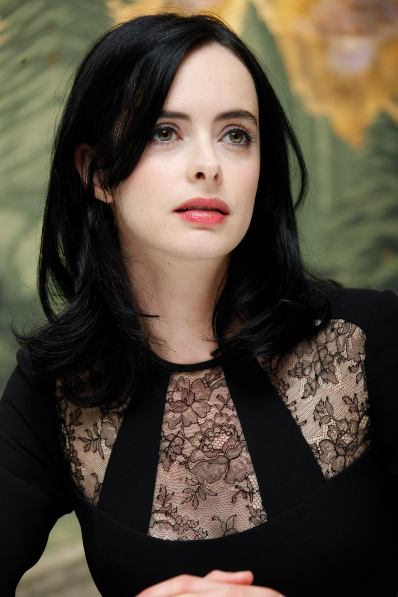 Red Black And Cream Wallpaper Krysten Ritter Style Jessica Jones Press Conference At