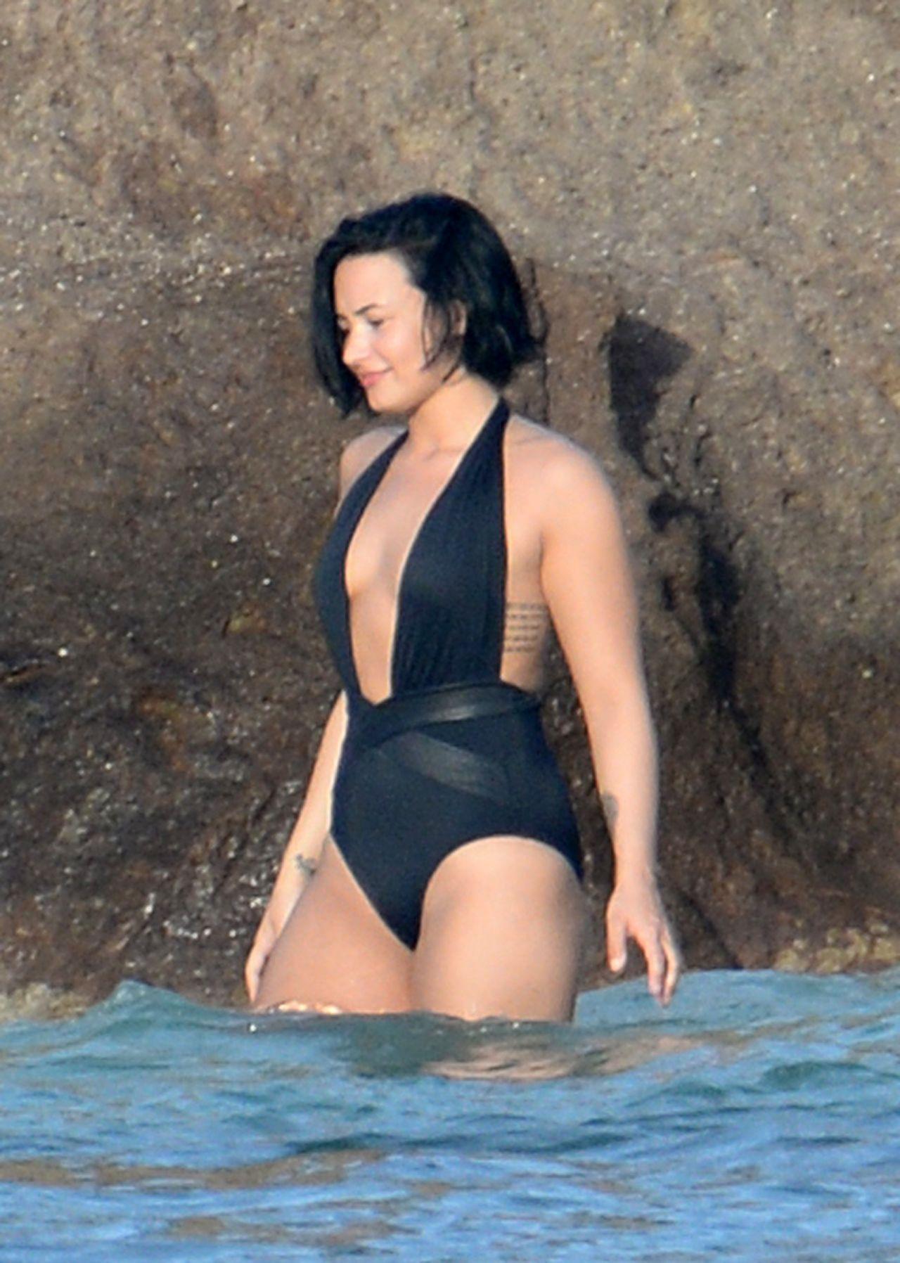 Girl In Rain Wallpaper For Facebook Demi Lovato Wearing A Swimsuit In St Barts 12 17 2015