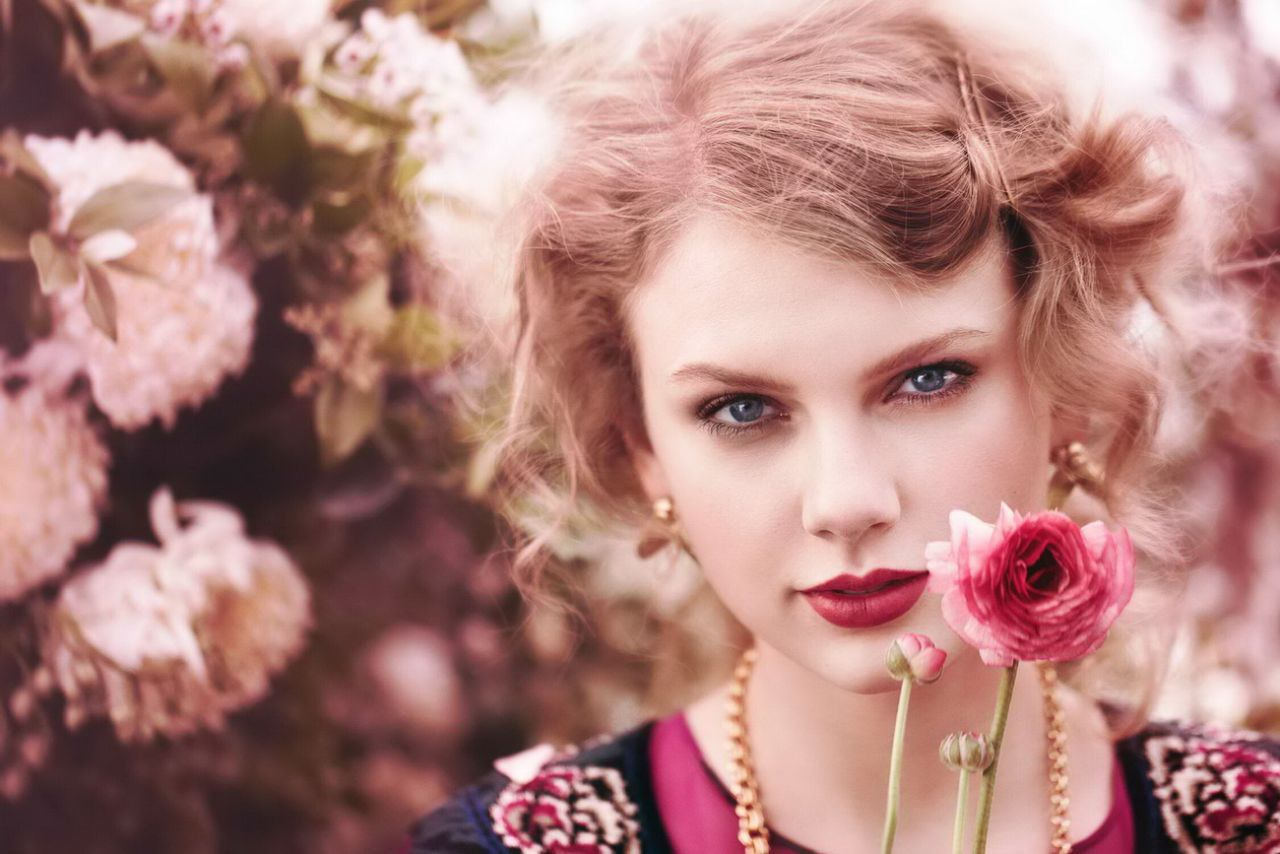 Beautiful Girl With Guitar Hd Wallpapers Taylor Swift Photoshoot For Teen Vogue 2011