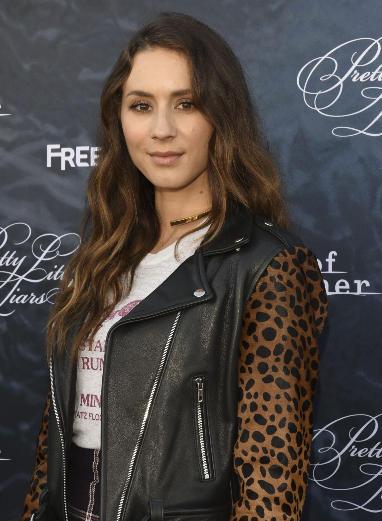 Jessica Braun Amazon Troian Bellisario – 'dead Of Summer Pretty Little Liars