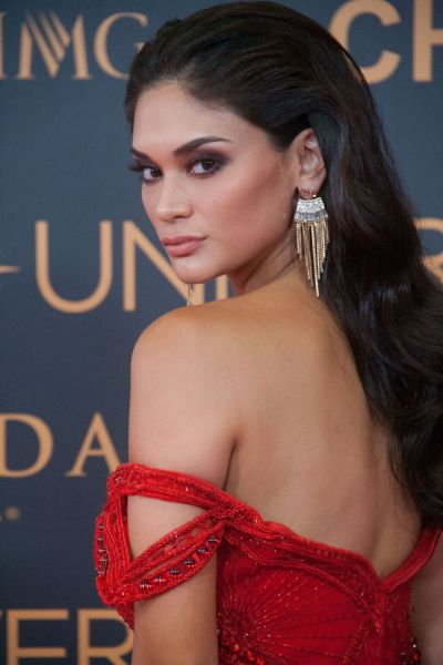 Olivia Jordan & Pia Wurtzbach – Miss Universe Red Carpet Presentation in Pasay City ...