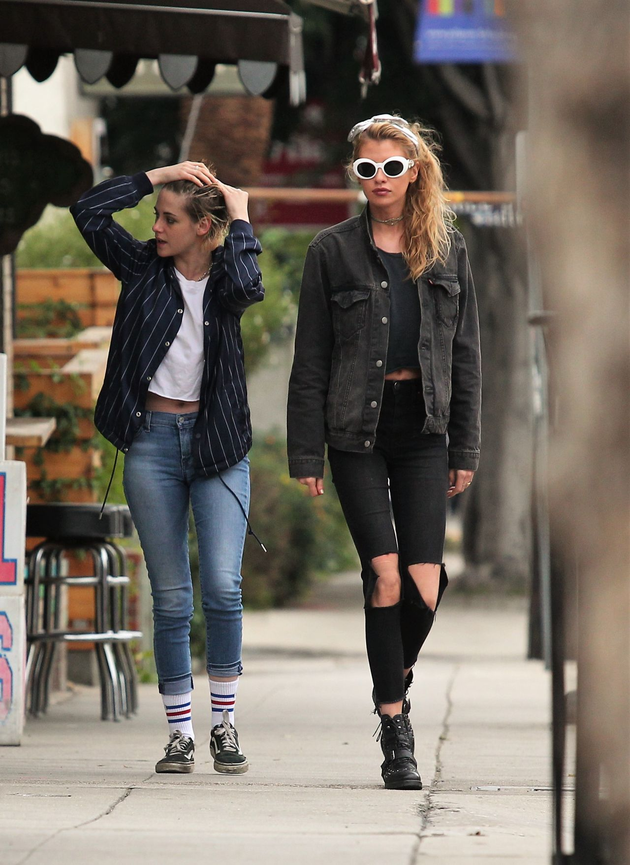 Fashion Nail Salon Kristen Stewart And Stella Maxwell Out In Los Angeles
