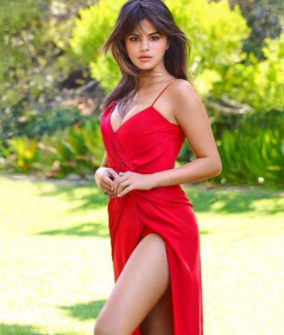 Selena Gomez Latest Photos - CelebMafia