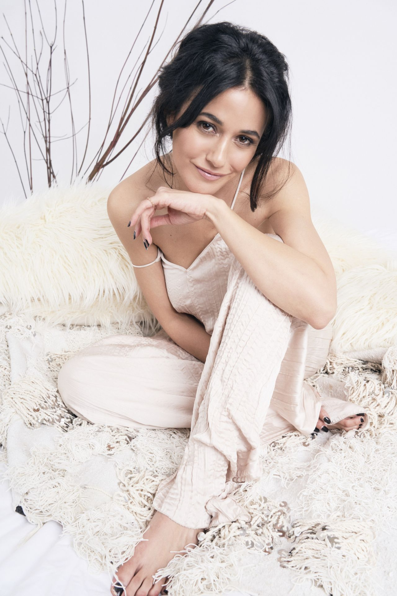 Hey Magazin Emmanuelle Chriqui Hey Beauti Magazine Volume 3 2019