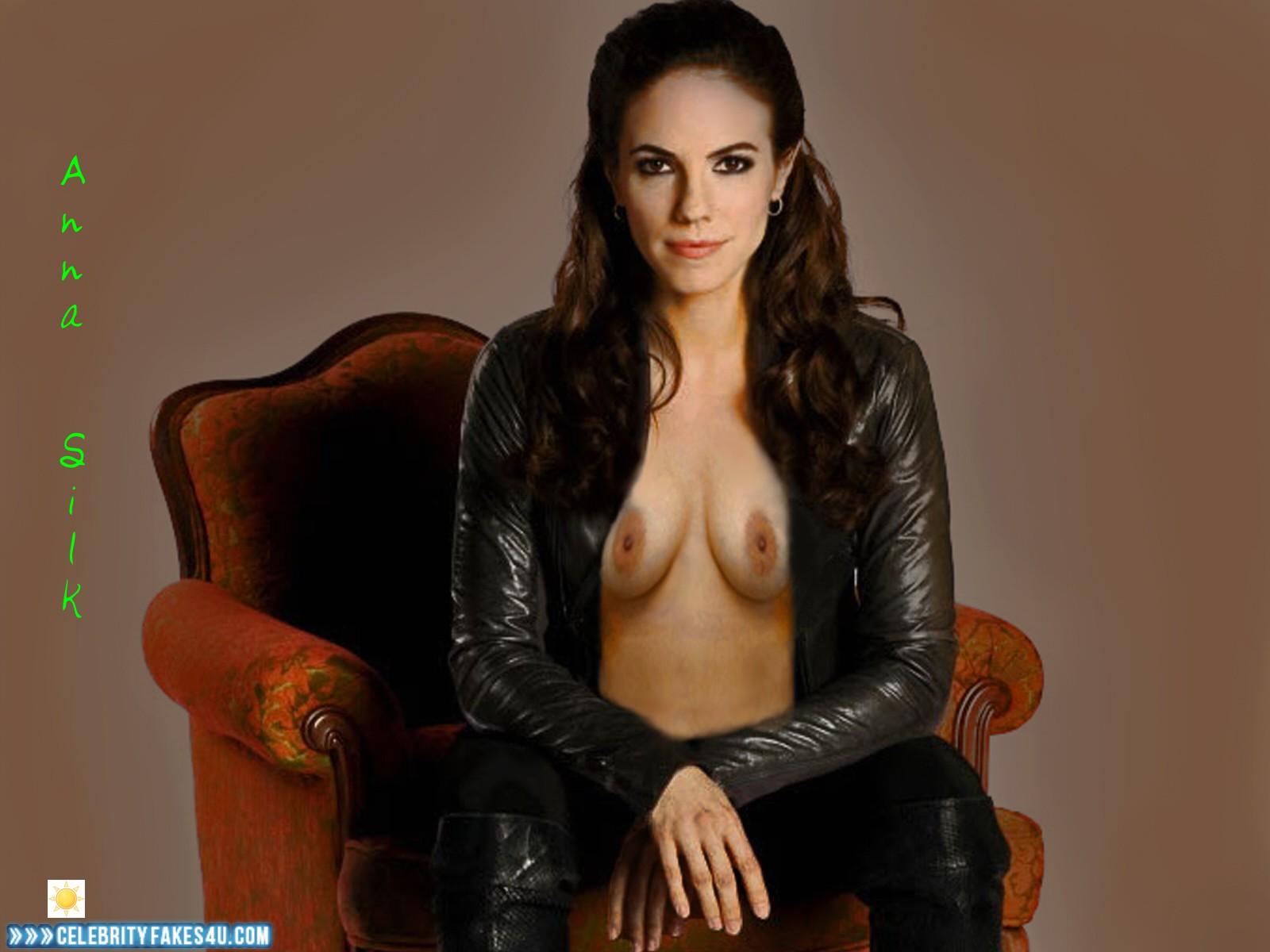 Anna Silk  nackt