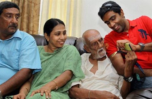 Photo of Ravichandran Ashwin & his  Mother  Chitra