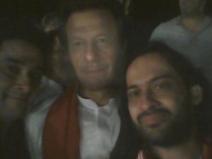 Waqar-Zaka-finally-takes-a-selfie-with-IK