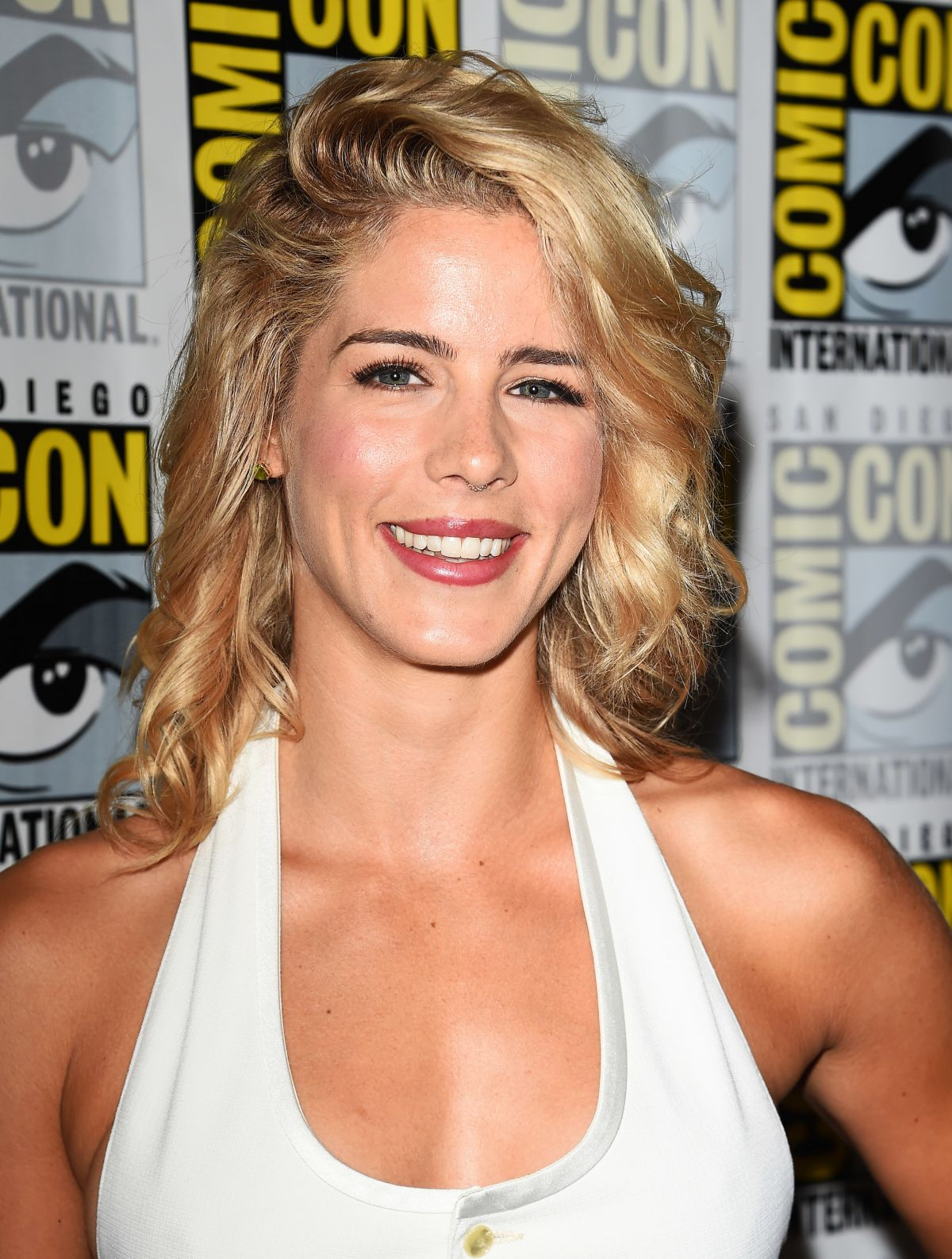 Bett Comic Emily Bett Rickards At Arrow Press Line At Comic Con In San