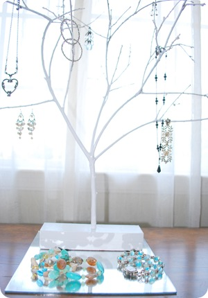 jewelry tree close