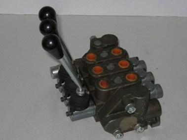 HR4542A Control valve - Three Spool