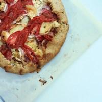 Tarte rustique chèvre, tomates et pesto rosso