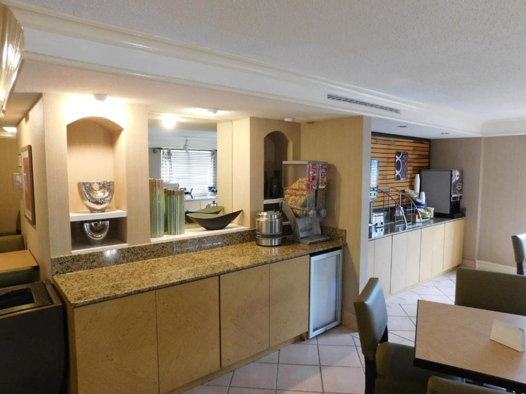 Days Inn Suites By Wyndham Schaumburg Schaumburg Updated 2021 Prices