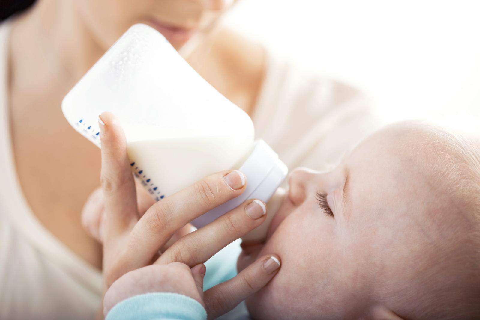 Infant Baby Not Drinking Milk Causes And Symptoms Of Infant Water Intoxication Lovetoknow