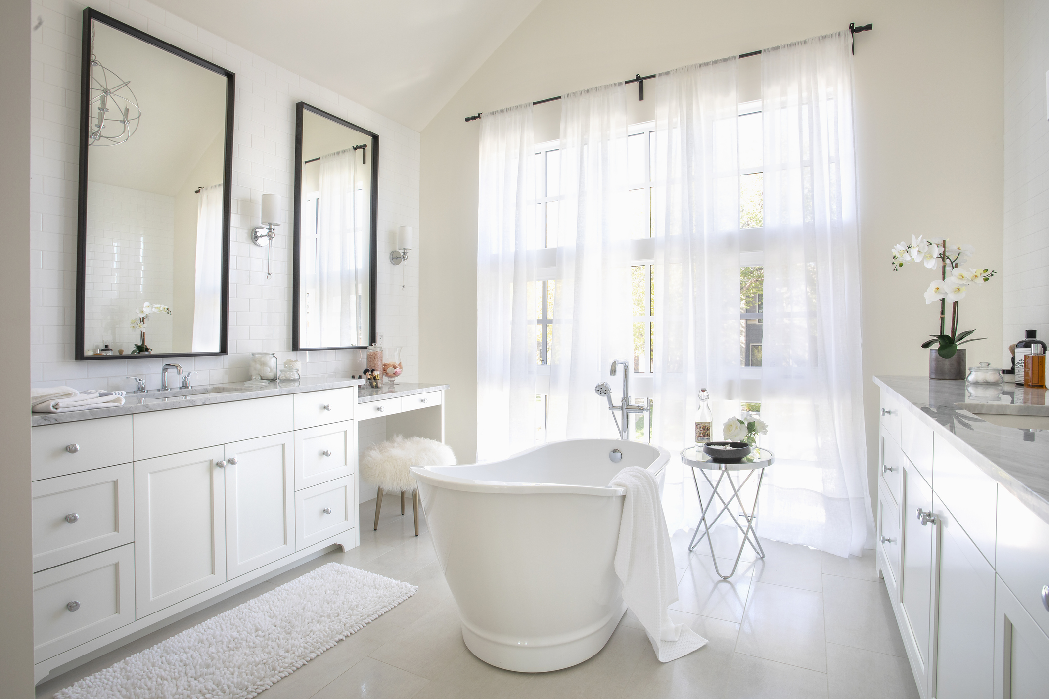 Bad Feng Shui Mirror Placement Feng Shui Rules For Mirrors You Can T Ignore Lovetoknow
