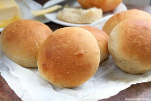 Caramelized onion dinner rolls