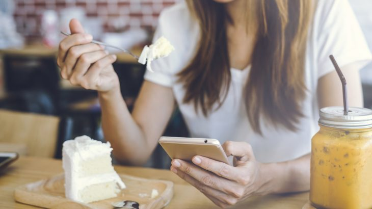 Using your smartphone during mealtimes can cause weight gain \u2022 Earth