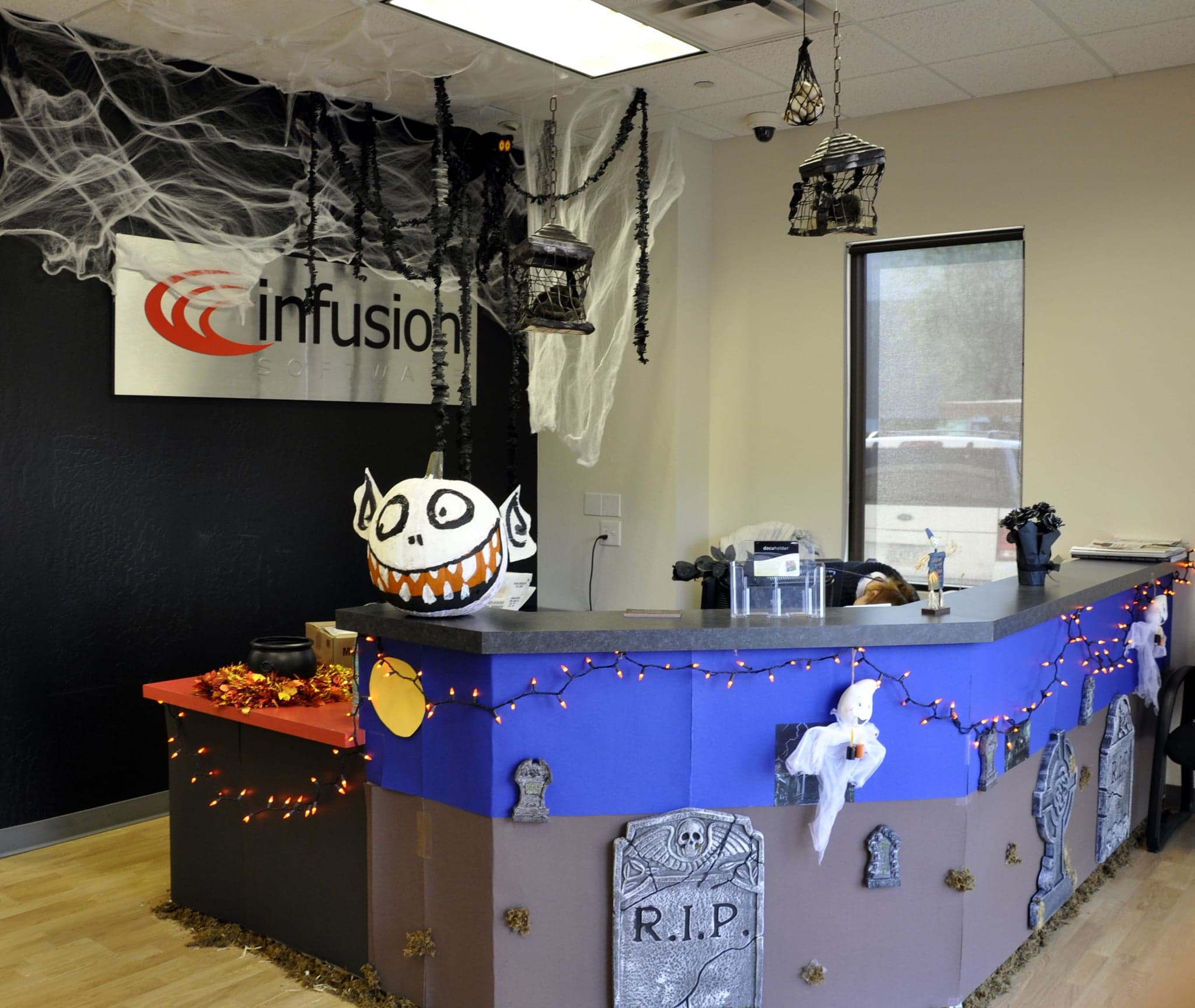 How To Decorate Your Office How To Decorate Your Office Or Desk For Halloween