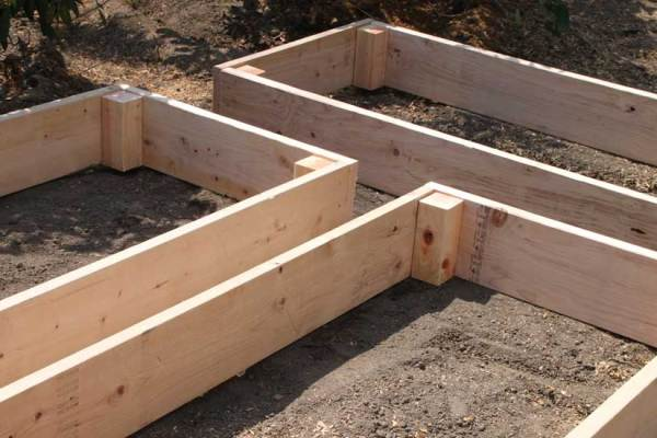 Use Your Raised Garden Bed As A Winter Compost Pile