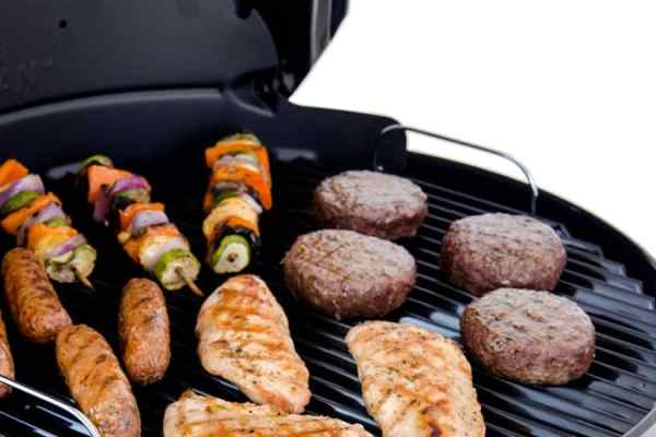 The Char-Broil Kettleman Makes Charcoal Grilling Even Easier