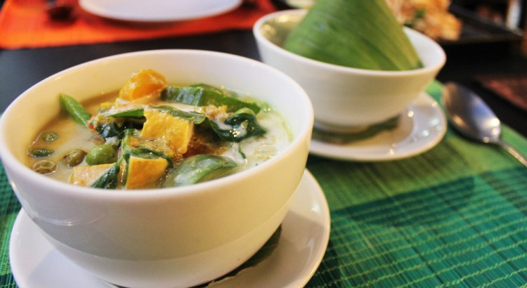 Fragrant thai green curry bangkok - charlie on travel