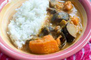 vegan-aubergine-mushroom-sweet-potato-massaman-curry