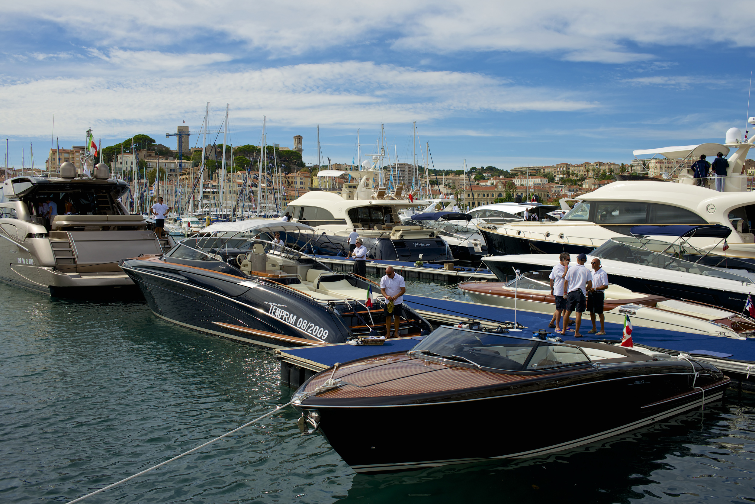 Salon Nautique Cannes Cannes Yachting Festival Yacht Charters For Superyachts Luxury