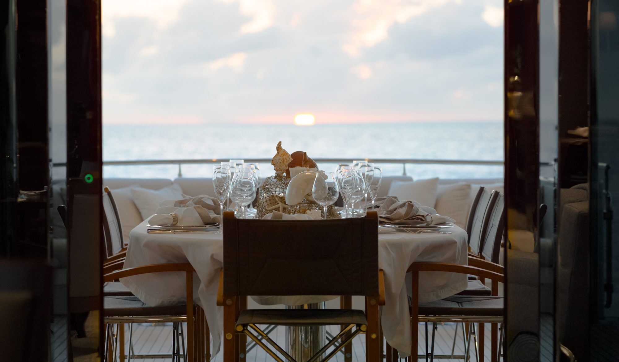Al Fresco Al Fresco Dining On The Aft Deck Luxury Yacht Charter