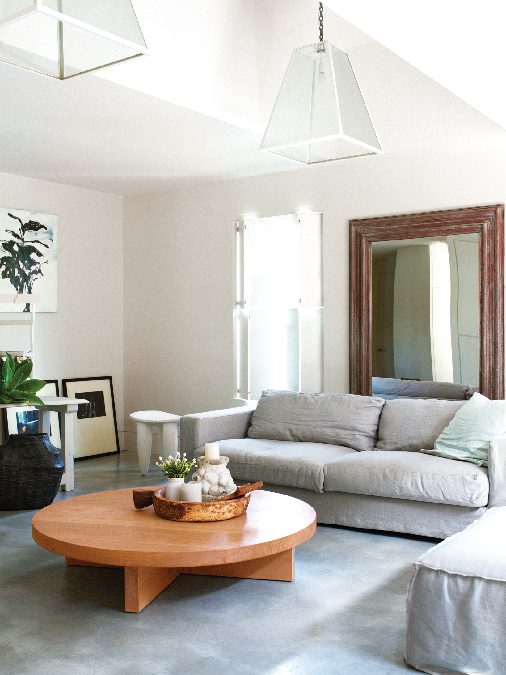 Make Small Living Room Look Bigger Four Tips To Make A Small Room Look Bigger