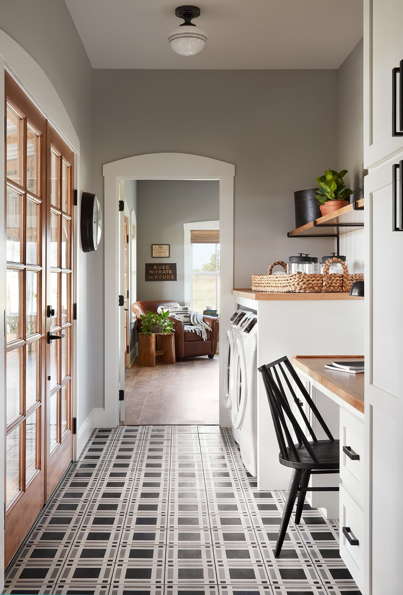 Farmhouse Laundry Room Floor Joanna Gaines Swears By These Laundry Room Essentials