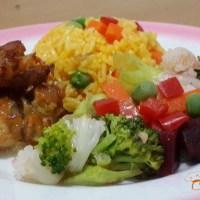 Piernas de Pollo Deshuesadas con Arroz Amarillo y Ensalada de Verduras