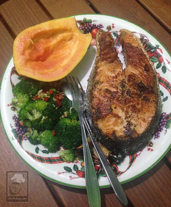 cheffinitup.keto.salmonpapayabrocc.01