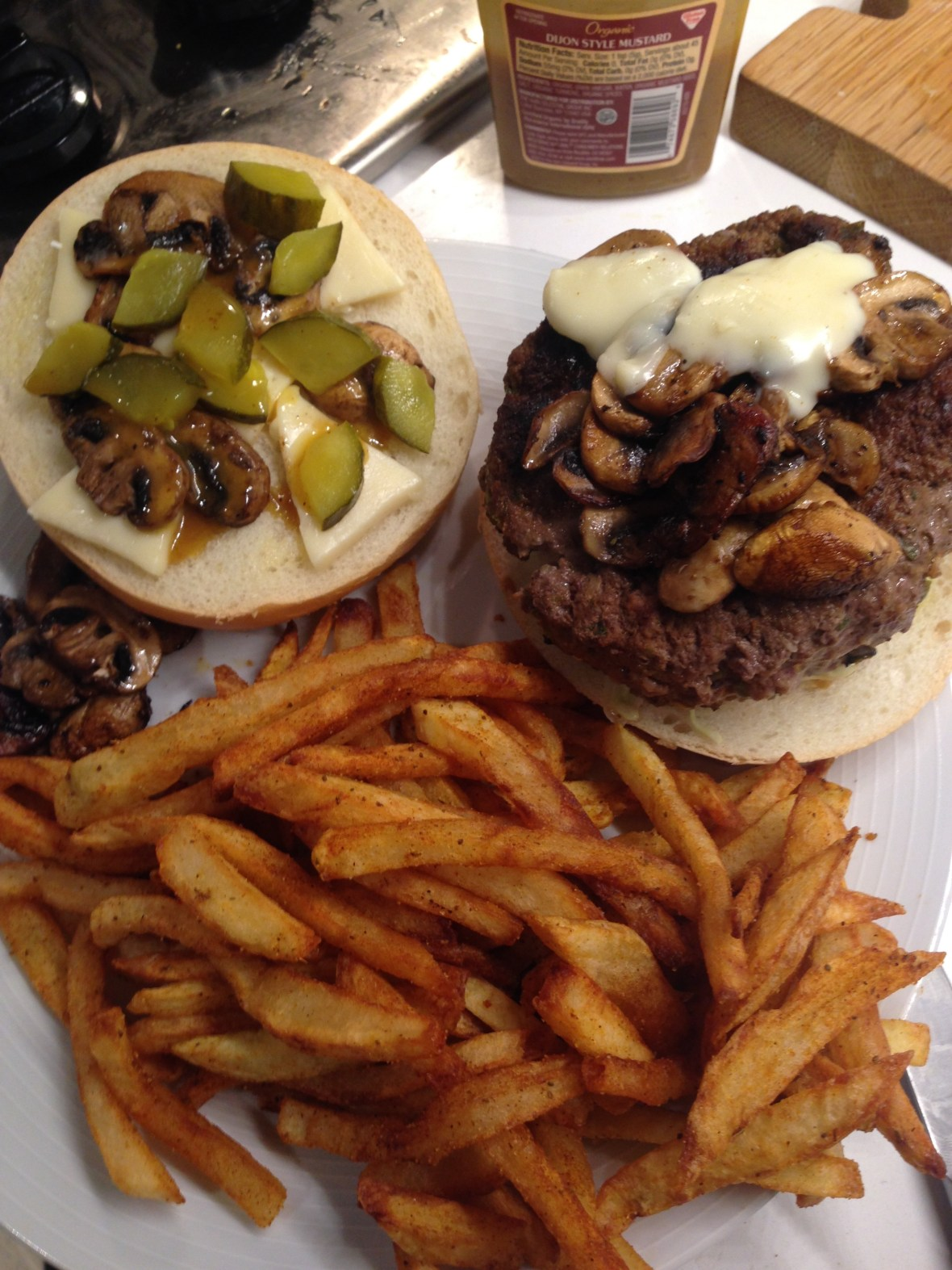 cheffinitup.oneguysburger4.jpg