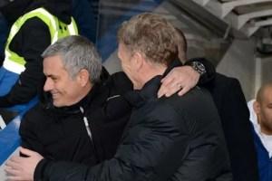 José Mourinho e David Moyes trocam cumprimentos em Stamford Bridge (Foto: Reprodução/Chelsea FC)