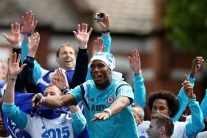 Didier Drogba comemorando o título da Premier League desta temporada (Foto: Getty Images)