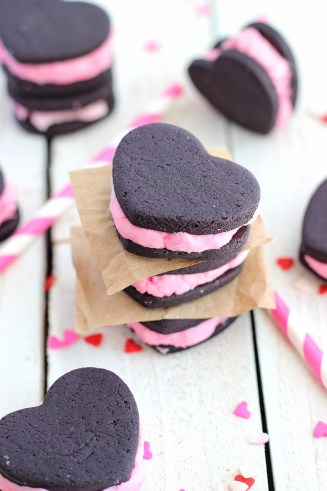 Valentine's Heart Oreo Cookies from Chelsea's Messy Apron