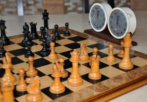"British Chess Company Popular Staunton Chess Set, 3-1/2"" King"