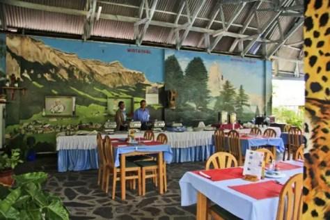Breakfast at Tan-Swiss Lodge