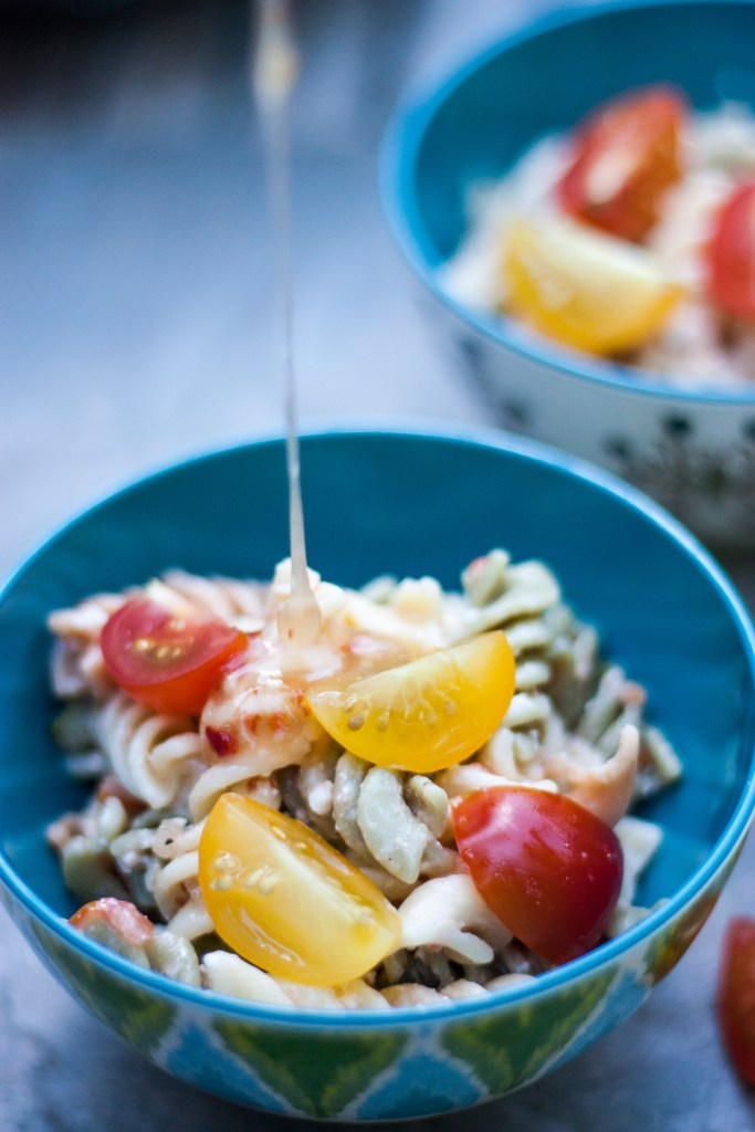 Last Minute Pasta Salad - Simple and Delicious Pasta Salad made with things you may already have in the pantry and fresh vegetables | chickandhercheese.com