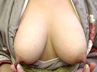 長い乳首の和服美人。両チクビを摘み伸ばして乳首遊戯