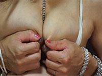 淫熟素人レミさんの乳首擦り合わせオナニー。素人のチクオナ動画では神レベルwww