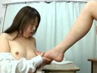大好きな先生の足を舐め回した後はそのヌルベタな足で乳首を慰めてもらう女生徒