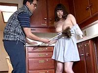 乳首が敏感すぎる巨乳妻は夫以外の肉棒も断り切れない