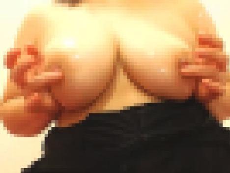 ローションと指で乳首オナニー