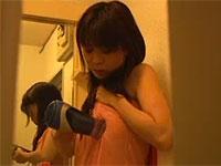 姉貴が洗面所でドライヤーを乳首に擦りつけながら気持ちよくなっているところを盗み見